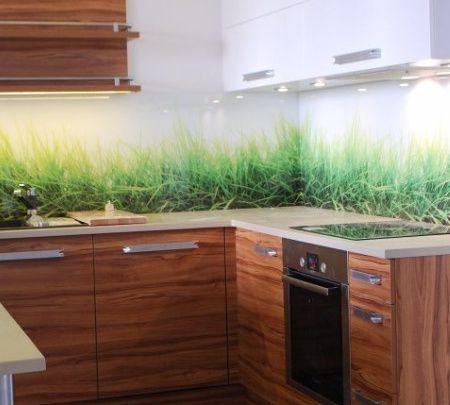 Kuchnia z fototapetą na ścianie